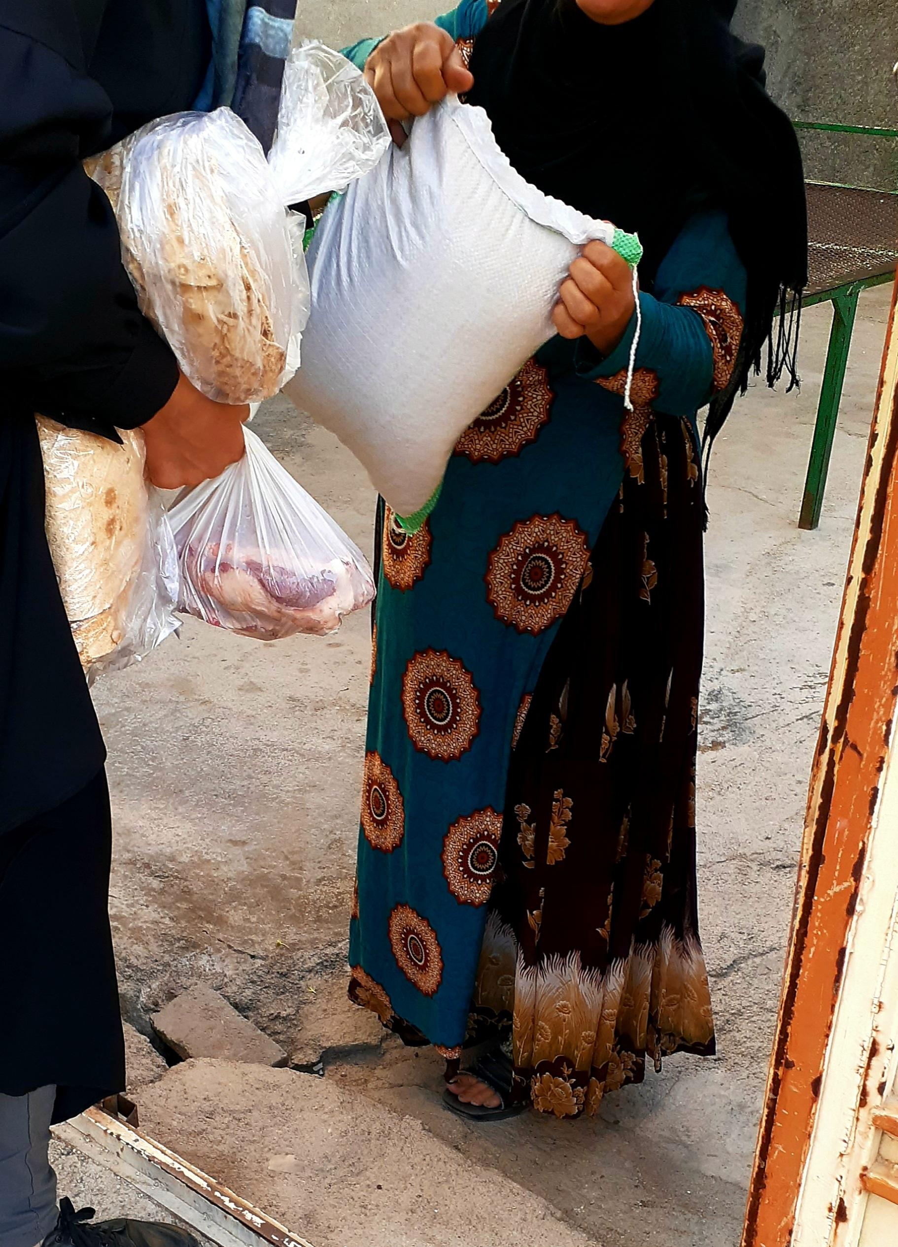 توزیع بسته های غذایی خیریه ریحانه النبی با همکاری نهاد آبادانی و پیشرفت بنیاد علوی